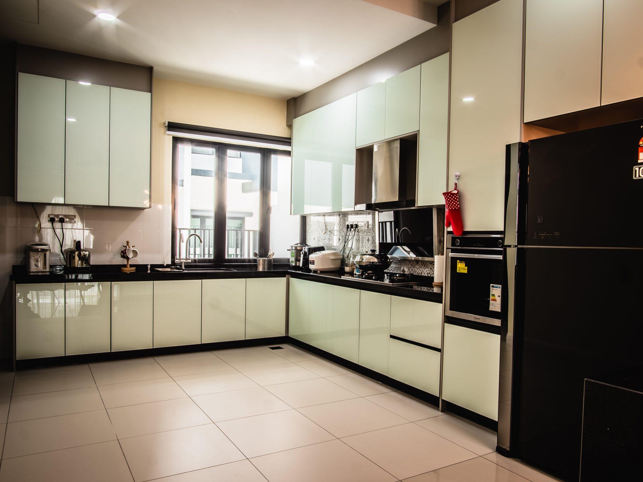 Aluminium Kitchen Cabinet With 4g Door